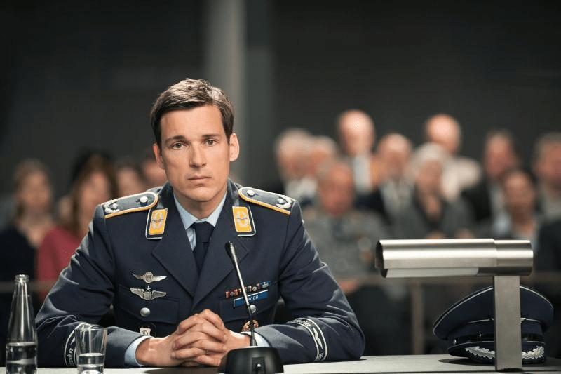 """Das Erste zeigt """"Terror - Ihr Urteil"""" von und Ferdinand von Schirach und Du kannst mitentscheiden"""