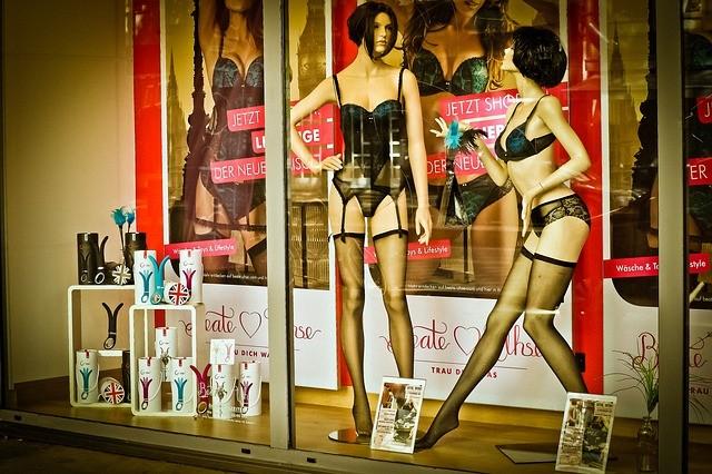 Online-Sexshop LOVE AND VIBES bietet eine Riesenauswahl an Sexspielzeugen für Männer